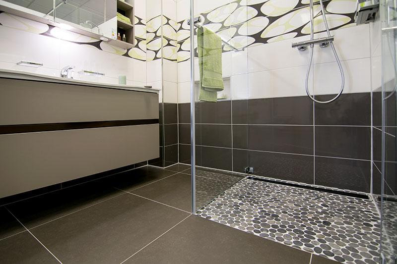 kieselstein mosaik schwarz dusche ~ artownit for . - Kieselsteine Im Bad